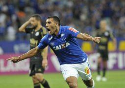 Ramón Ábila volta a marcar, Cruzeiro derrota Ponte Preta e dá salto na classificação da Série A