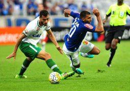 Ábila perde pênalti e Cruzeiro fica apenas no empate com a Chapecoense no Mineirão