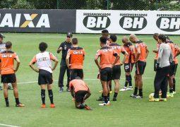 Atlético divulga relacionados para jogo contra o Flamengo; Marcelo fala da ausência de volante