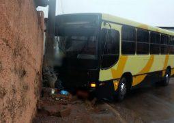 Ônibus perde o freio e motorista evita novo acidente em São Gotardo