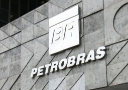 Preço da gasolina pode cair 1,4% no posto, se queda nas refinarias for integral