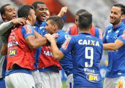 Atacantes desencantam, Cruzeiro vence Fluminense e encaminha permanência na elite