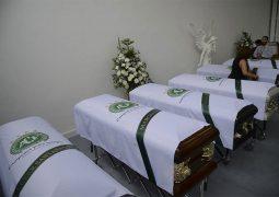 Primeiro avião com corpos das vítimas chega a Chapecó às 7h deste sábado