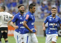 Com grande atuação de Robinho, Cruzeiro bate Corinthians em jogo de cinco gols no Mineirão