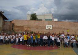 Alunos da Escola Estadual José Caetano Ribeiro realizam projeto Hora Cívica em São Gotardo