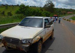Motorista perde controle direcional na BR-354 próximo à Patos de Minas e atinge guard-rail