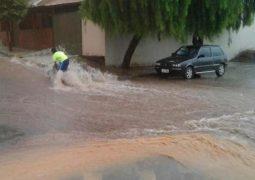 Temporal com vendaval e granizo causa estragos em Patos de Minas, Carmo do Paranaíba e Presidente Olegário