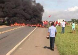Grupo do MST bloqueia BR-262 entre Campos Altos e Córrego Danta