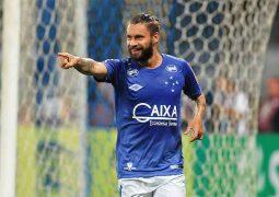 Com Sobis artilheiro e garçom Thiago Neves, Cruzeiro goleia e avança na Copa do Brasil