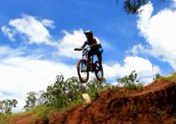 Vídeo: Confira os melhores momentos do 1º Desafio de Mountain Bike DownHill de São Gotardo