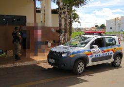Durante abordagem policial de rotina, morador de rua com mandado de prisão é localizado em São Gotardo