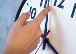 Adaptação ao fim do horário de verão dura até três dias e varia conforme rotina