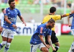 Com gol de Sobis, Cruzeiro vence América e assume liderança provisória do Mineiro