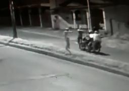 Câmeras de segurança flagram assalto em Avenida de São Gotardo
