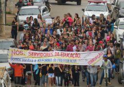 Professores das redes estaduais e municipais de São Gotardo realizam nova passeata contra a Reforma da Previdência
