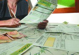 Aneel admite que consumidores brasileiros pagaram  contas de luz com valores errados em 2016