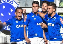 Thiago Neves e Arrascaeta marcam, e Cruzeiro leva o clássico. Fred acaba expulso