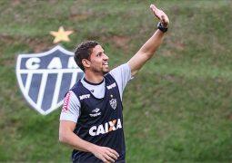 Tite compara Gabriel com Marquinhos, e zagueiro do Atlético comemora elogio