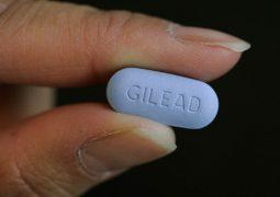 Ministério da Saúde anuncia adoção de uso preventivo de pílula anti-HIV para pessoas em risco