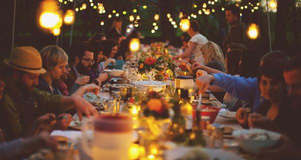 Foto Capa: http://www.guiadasemana.com.br/restaurantes/noticia/dicas-para-fazer-um-jantar-de-aniversario-em-casa