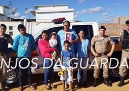 Grupo Anjos da Guarda e Polícia Militar realizam entrega de presentes para crianças que sofreram acidente em Guarda dos Ferreiros
