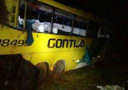 Ônibus capota na BR-262 e deixa mortos e feridos no Alto Paranaíba