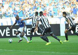 Cruzeiro pressiona Botafogo, mas volta a empatar no Mineirão e perde chance de entrar no G6