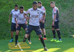 Com duas baixas na zaga e volta de Erazo, Micale relaciona 20 jogadores no Atlético