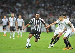Galo não resiste ao líder Corinthians, vê Jô marcar e perde a 4ª seguida como mandante