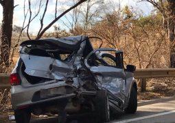 Dia triste: Veículo de passeio e bitrem se envolvem em grave acidente na BR-354 em Guarda dos Ferreiros e causa mais uma morte