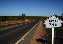 Com a presença de Fernando Pimental, rodovia que liga Carmo do Paranaíba ao Distrito de Quintinos é inaugurada