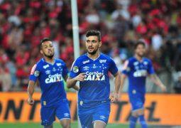 Cruzeiro leva gol irregular, mas busca empate com Flamengo no duelo de ida da Copa do Brasil