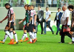 Atlético tropeça contra Chapecoense, perde oitava em casa e vê Libertadores mais longe