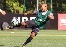 Com lateral poupado, Galo inicia preparação para confronto direto com Botafogo