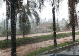 Forte chuva alaga diversas ruas e avenidas e causa estragos em Patos de Minas