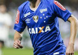 Cruzeiro assegura três de seus cinco patrocinadores para 2018; dois ainda negociam