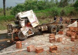 Motorista de São Gotardo morre após se envolver em grave acidente na BR-262