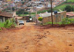 Rua sem saída é aberta em São Gotardo, mas seu não asfaltamento, causa transtornos e prejuízos para moradores