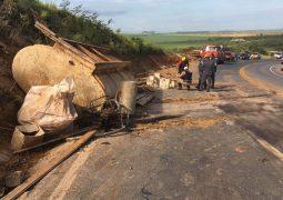 Motorista de caminhão perde controle em curva e morre em acidente no município de Serra do Salitre