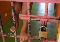 Grávidas e mães de crianças sem condenação podem cumprir prisão domiciliar, decide STF