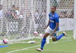 Em jogo movimentado, Cruzeiro derrota o Atlético no Independência e garante liderança da primeira fase do Mineiro