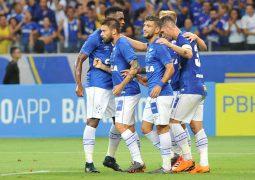 Em noite de homenagens, Cruzeiro atropela URT e define goleada no primeiro tempo