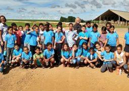 Vivenciando na prática a inter-relação cidade x campo, alunos da Escola Municipal José Antônio dos Santos visitam fazenda do Grupo Sekita