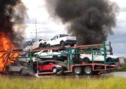 Dois motoristas morrem em acidente na BR-262, em Campos Altos