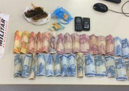 Casal é preso com drogas e dinheiro na MG-235 em Guarda dos Ferreiros