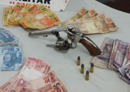 Jovem de 19 anos é preso após assaltar supermercado em São Gotardo