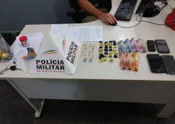 PM de São Gotardo realiza operação de combate ao tráfico de drogas na cidade e pelo menos dez pessoas são encaminhadas para a Delegacia
