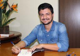 """Escrito por São-Gotardense, livro """"O Parto"""" é lançado em São Gotardo"""