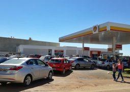 Greve dos caminhoneiros chega ao Alto Paranaíba e motoristas fazem filas nos postos de São Gotardo para não ficarem sem combustível