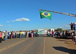 Em dia de protestos, governo alega acordo mas greve dos caminhoneiros continua na BR-354 em São Gotardo